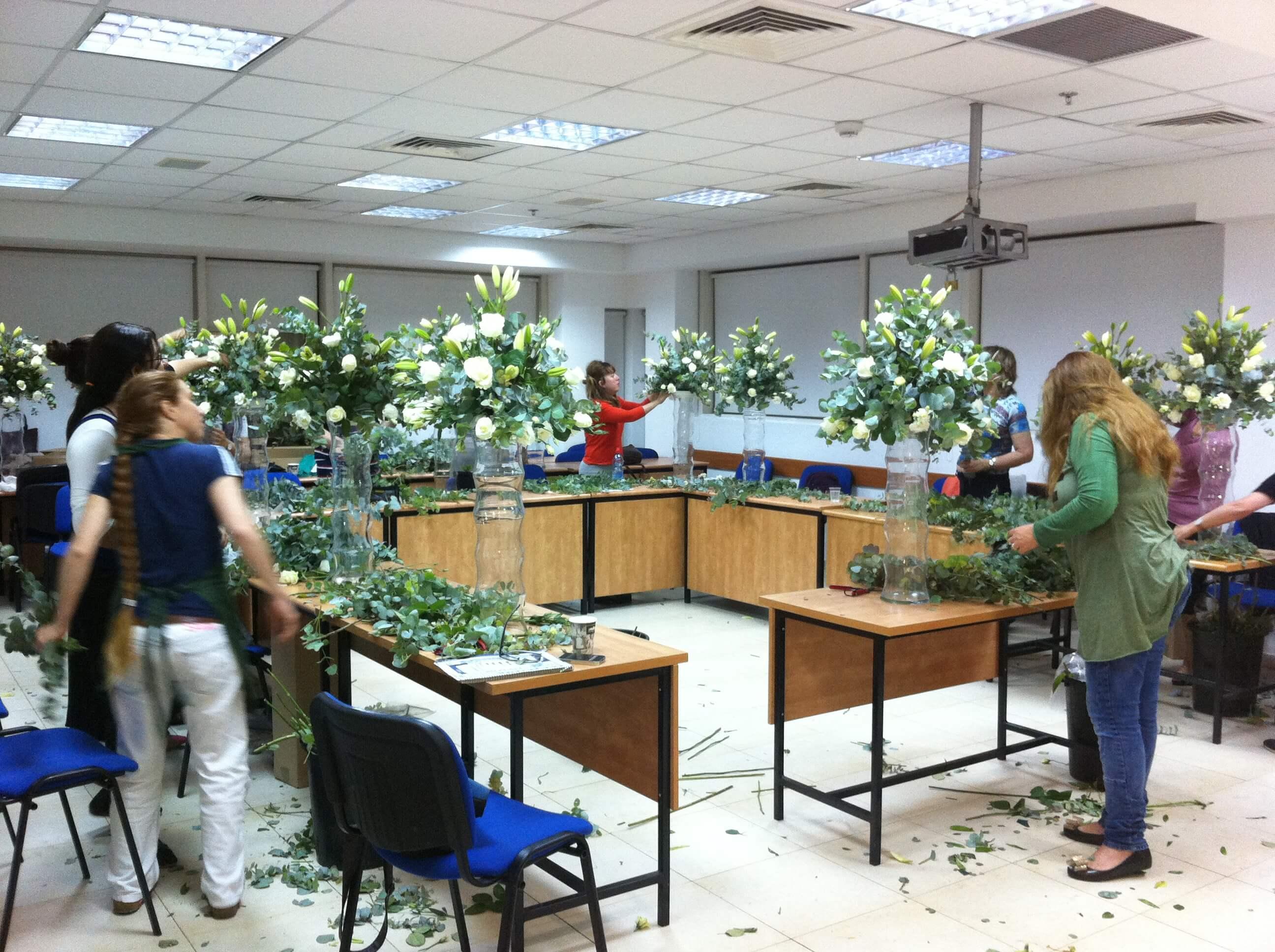 הכשרת מדריכים בהוראת שזירת פרחים